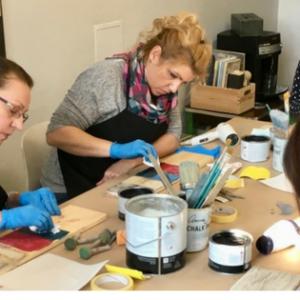 """Fotorelacja z warsztatów """"8 technik stylizacji mebli farbami kredowymi Annie Sloan"""" – 13 stycznia 2018"""