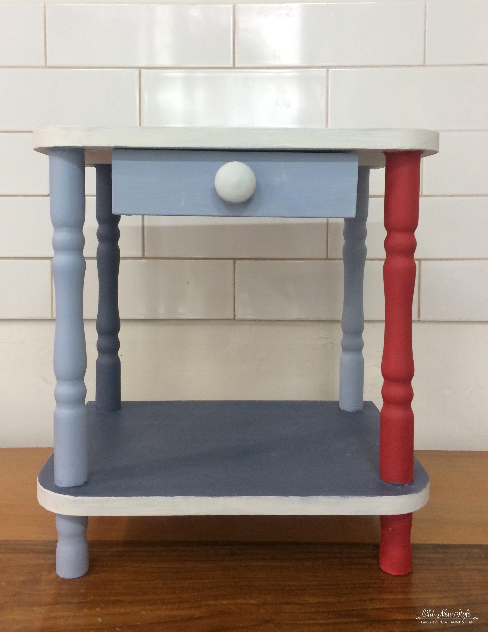 Pomalowany kolorowy stolik vintage